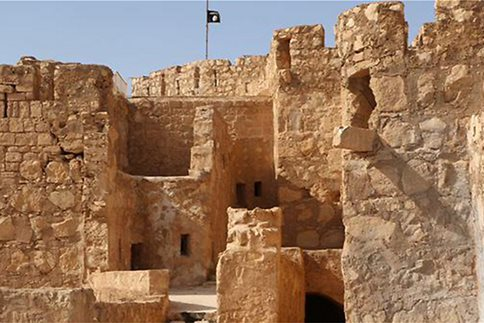 Το λάβαρο του Ισλαμικού Κράτους κυματίζει στην ακρόπολη της Παλμύρας