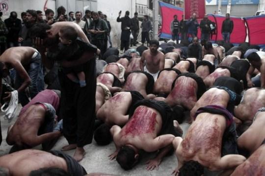 Μουσουλμάνοι αυτομαστιγώνονται