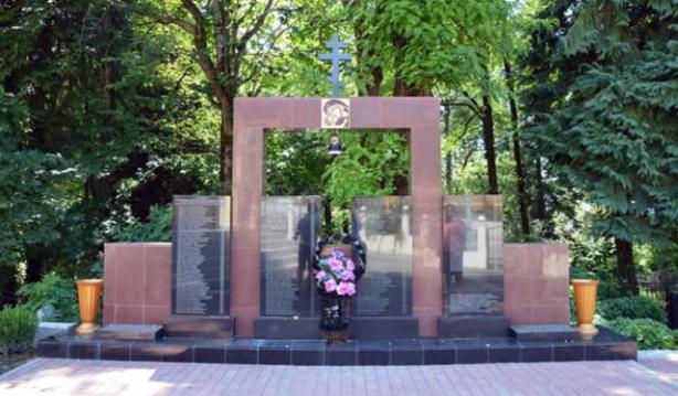 Μνημείο για τα θύματα της «Ελληνικής Επιχείρησης» (Κράσναγια Πολιάνα)